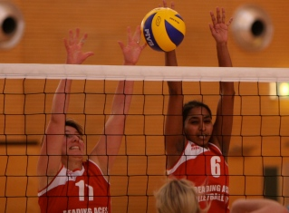 Soussy and Mirjam block a hit